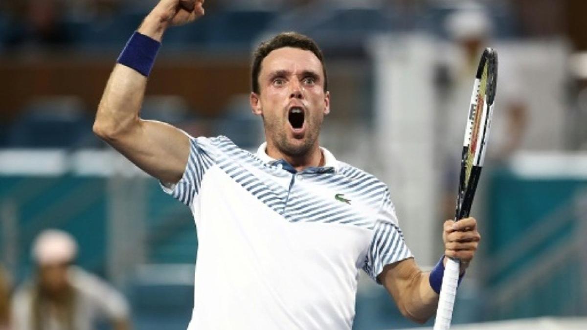 Roberto Bautista Agut stuns Novak Djokovic in Miami Open