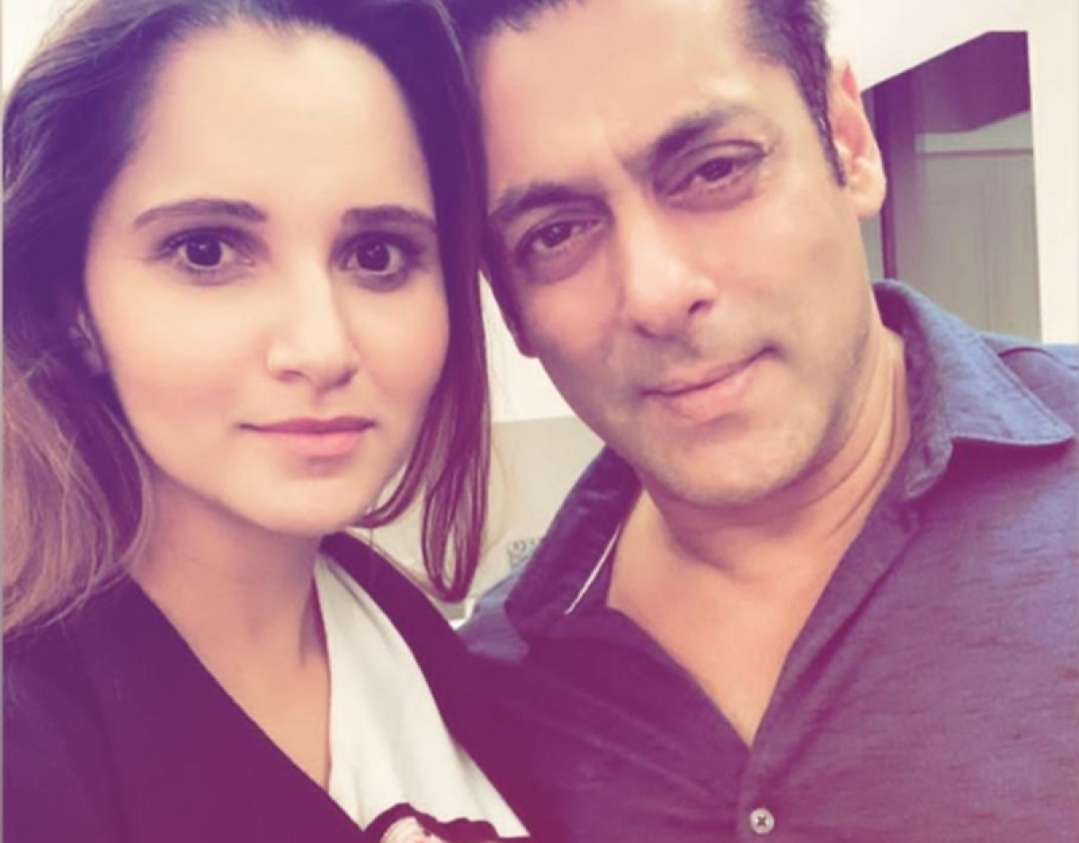 Sania Mirza strikes a pose with Salman Khan and calls him 'family'