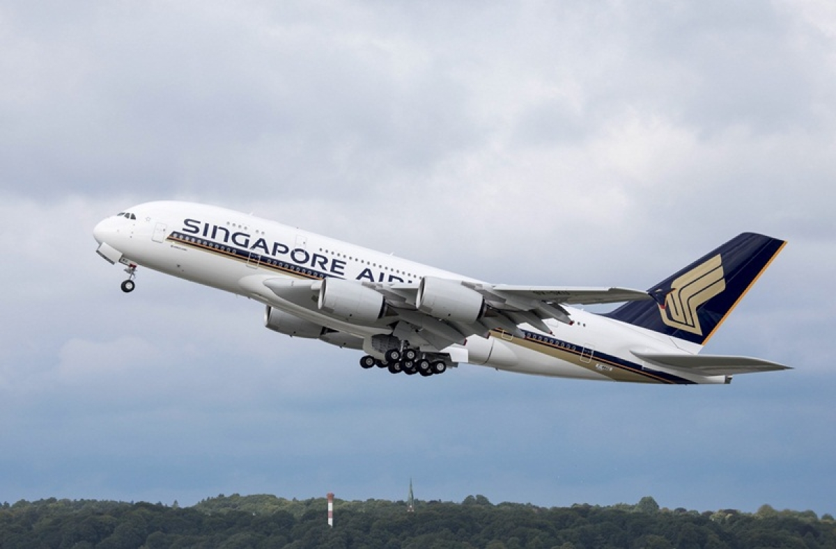 Singapore Airlines' Mumbai to Singapore flight makes emergency landing after mid-air bomb threat
