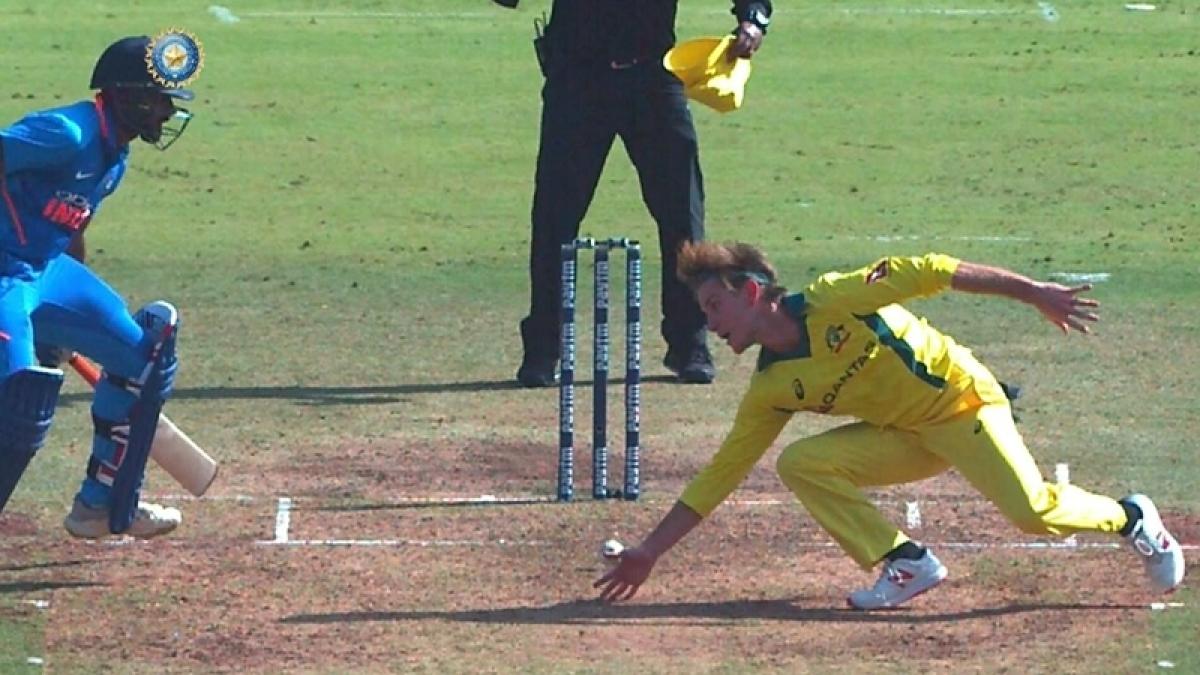 India vs Australia 2nd ODI: Vijay Shankar gets run out in most unfortunate manner after impressive 46; watch