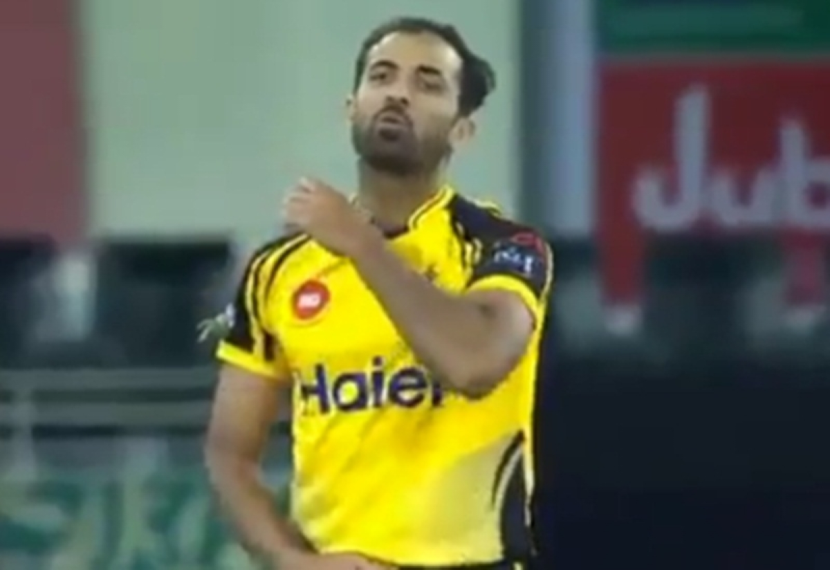 Pak bowler Wahab Riaz asked to stop 'slitting the batsmen's throat' celebration in PSL