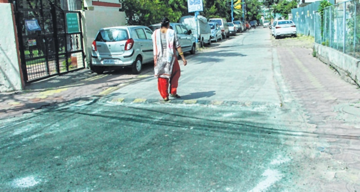 Indore: 'Cementing' with asphalt to kill roads