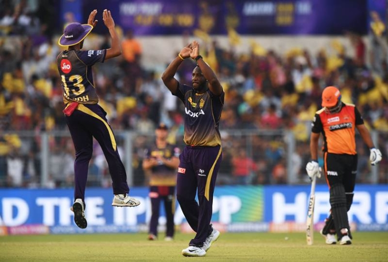 Kolkata Knight Riders cricketer Andre Russell (C) celebrates with teammate Prasidh Krishna (L) after taking the wicket of Sunrisers Hyderabad cricketer Yusuf Pathan(R) during the Indian Premier League (IPL) Twenty20 cricket match between Kolkata Knight Riders and Sunrisers Hyderabad at the Eden Gardens Stadium in Kolkata on March 24, 2019. (Photo by Dibyangshu SARKAR / AFP)