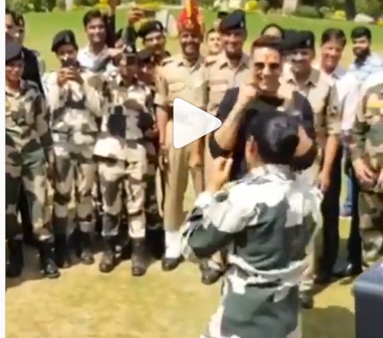 Akshay Kumar's latest video fighting with lady jawan is going viral