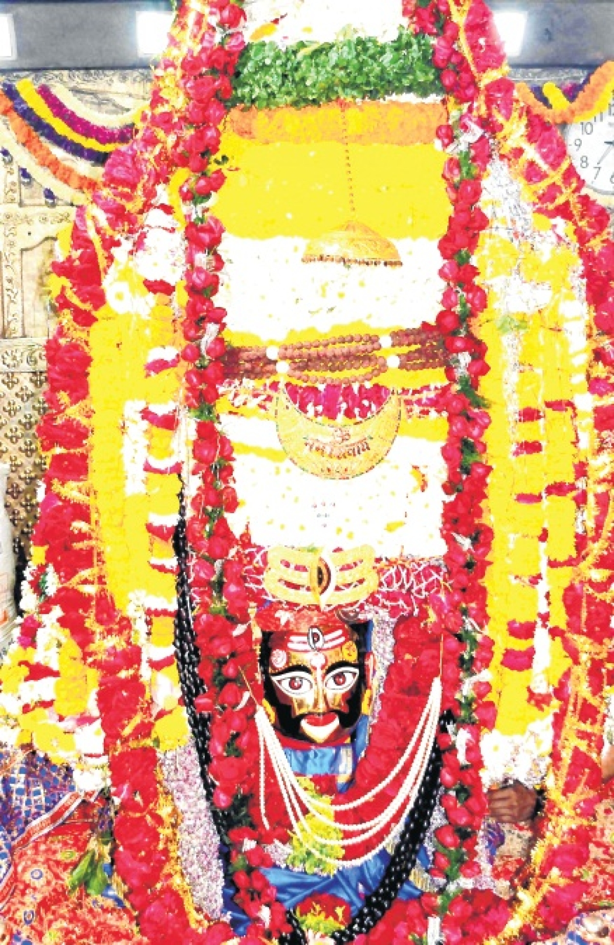Ujjain: Devotees admire Sehara look of Mahakal, fume on mismanagement during bhasmarti