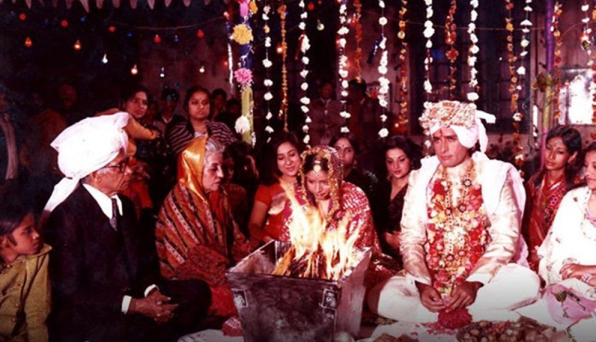 Did you know parents of Amitabh Bachchan featured in the cult film 'Kabhi Kabhie'? See pic