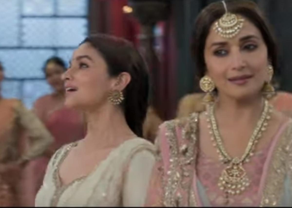 'Kalank' song 'Ghar More Pardesiya': Alia Bhatt's mesmerising dance will make your heart skip a beat
