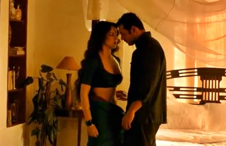 When John Abraham got carried away in a sex scene with Kangana