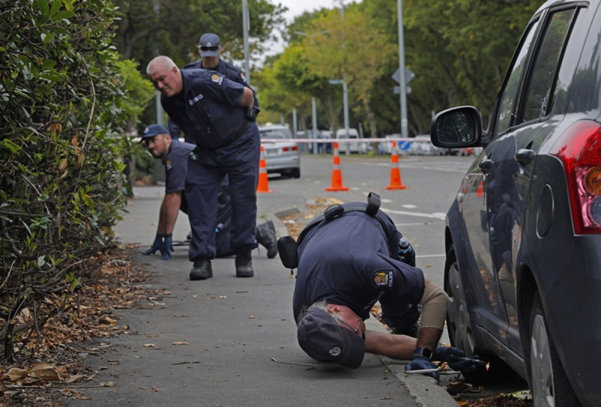 New Zealand : Police officers search evidences near the Masjid Al Noor mosque in Christchurch, New Zealand, Monday, March 18, 2019. A steady stream of mourners paid tribute at makeshift memorial to the 50 people slain by a gunman at two mosques in Christchurch, while dozens of Muslims stood by to bury the dead when authorities finally release the victims' bodies. AP/PTI(AP3_18_2019_000019B)
