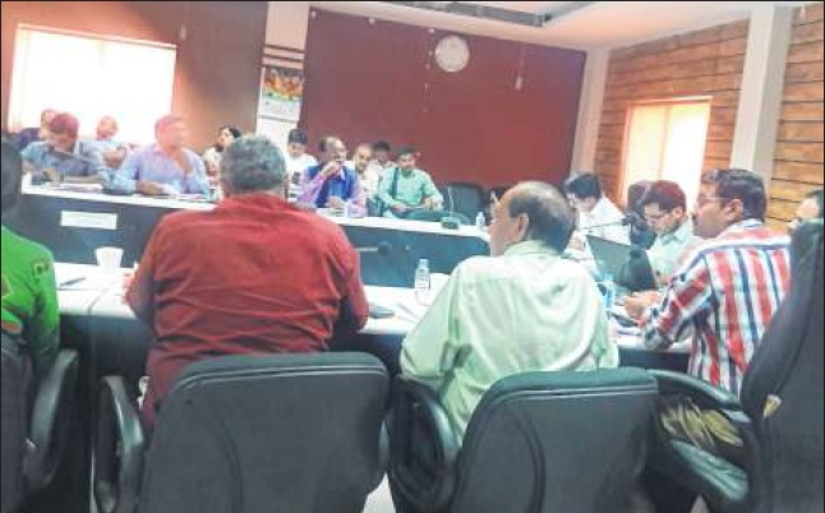 Ujjain: Collector insists on settling pending plaints