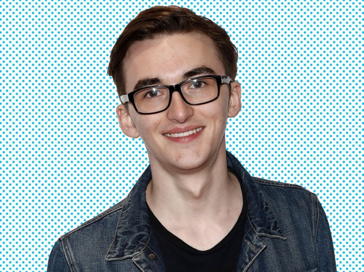 GOT's popularity has made difficult for Isaac Hempstead to make friends at college