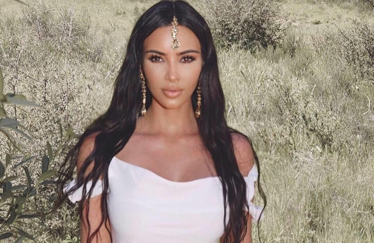 Kim Kardashian's Indian 'Maang Tikka' receives flak; netizens educate on culture appropriation