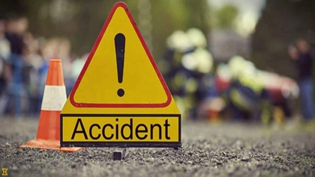 Indore: Girl student injured as school bus hits two cars, bike