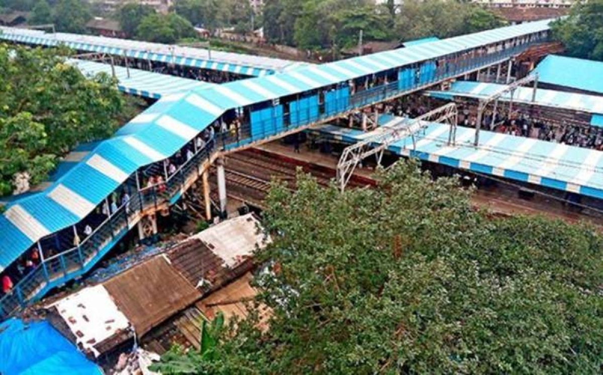 Mumbai: Western Railway to dismantle overhead cables from old FOBs