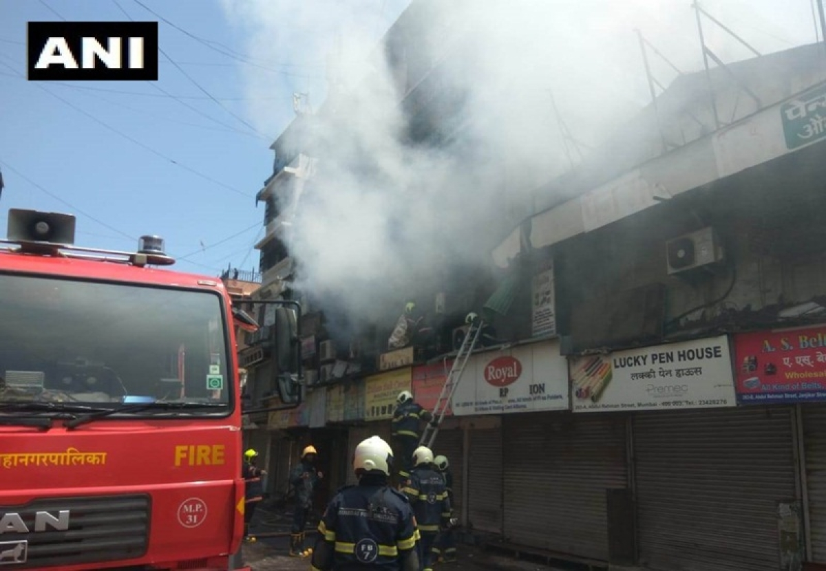 Mumbai: Major fire breaks out at Crawford Market, 4 fire tenders rushed to spot