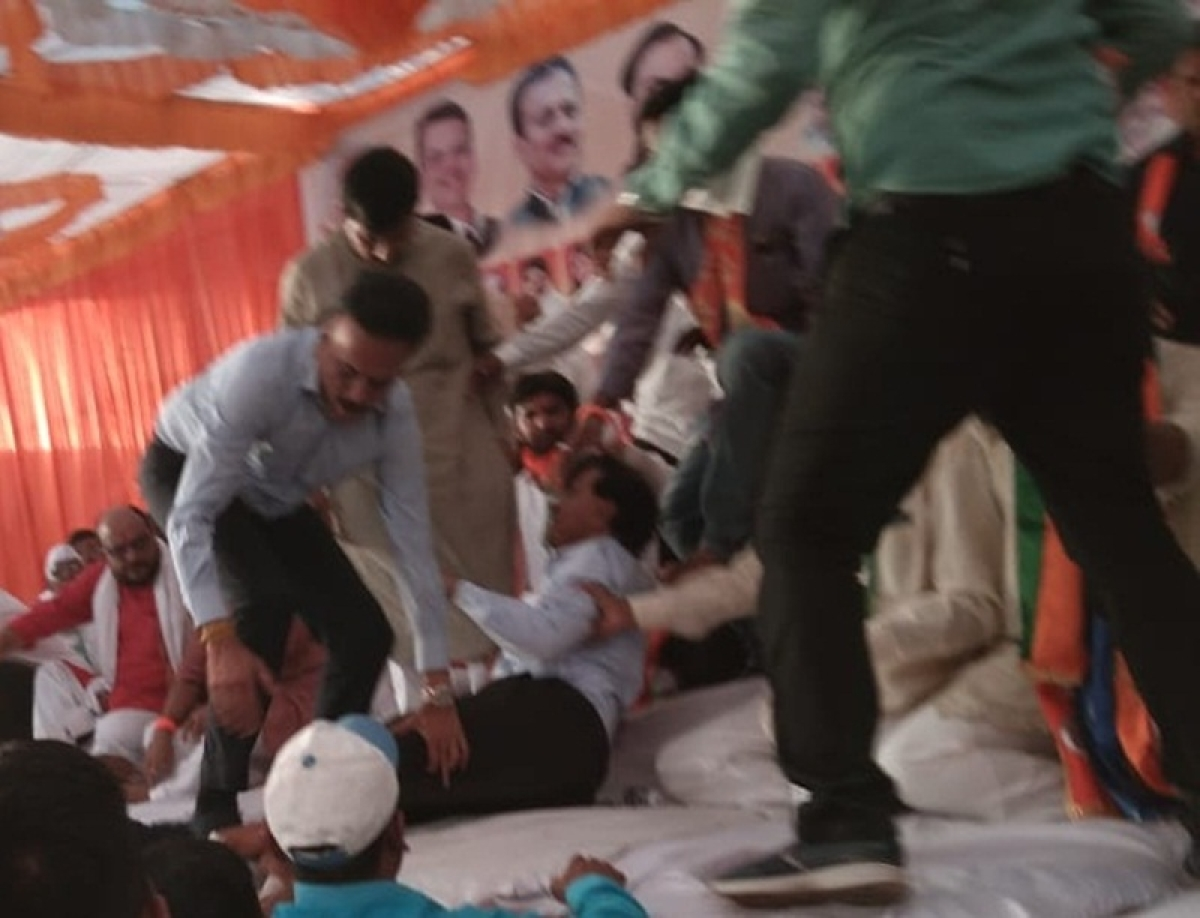 Maharashtra: BJP leader and Water Resources Minister Girish Mahajan manhandled by his own party members; Video goes viral