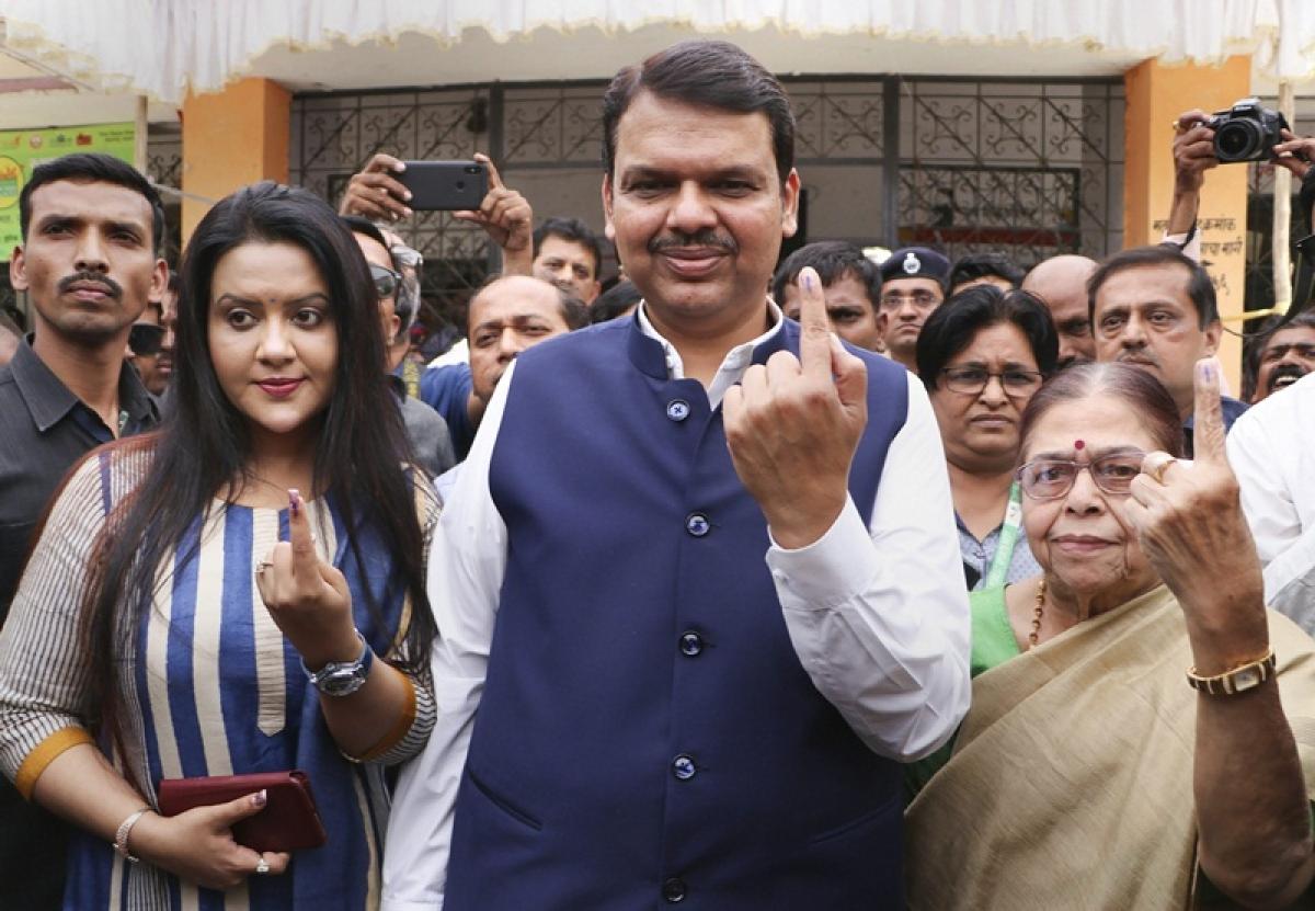 Lok Sabha Elections 2019: Maharashtra CM Devendra Fadnavis casts vote in Nagpur