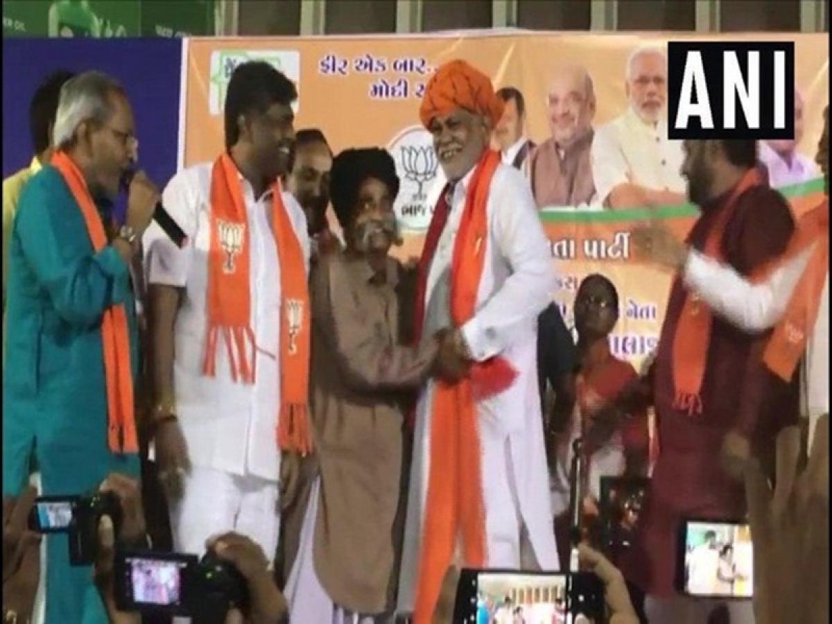 Gujarat: Former Congress MLA Jodhaji Thakor joins BJP