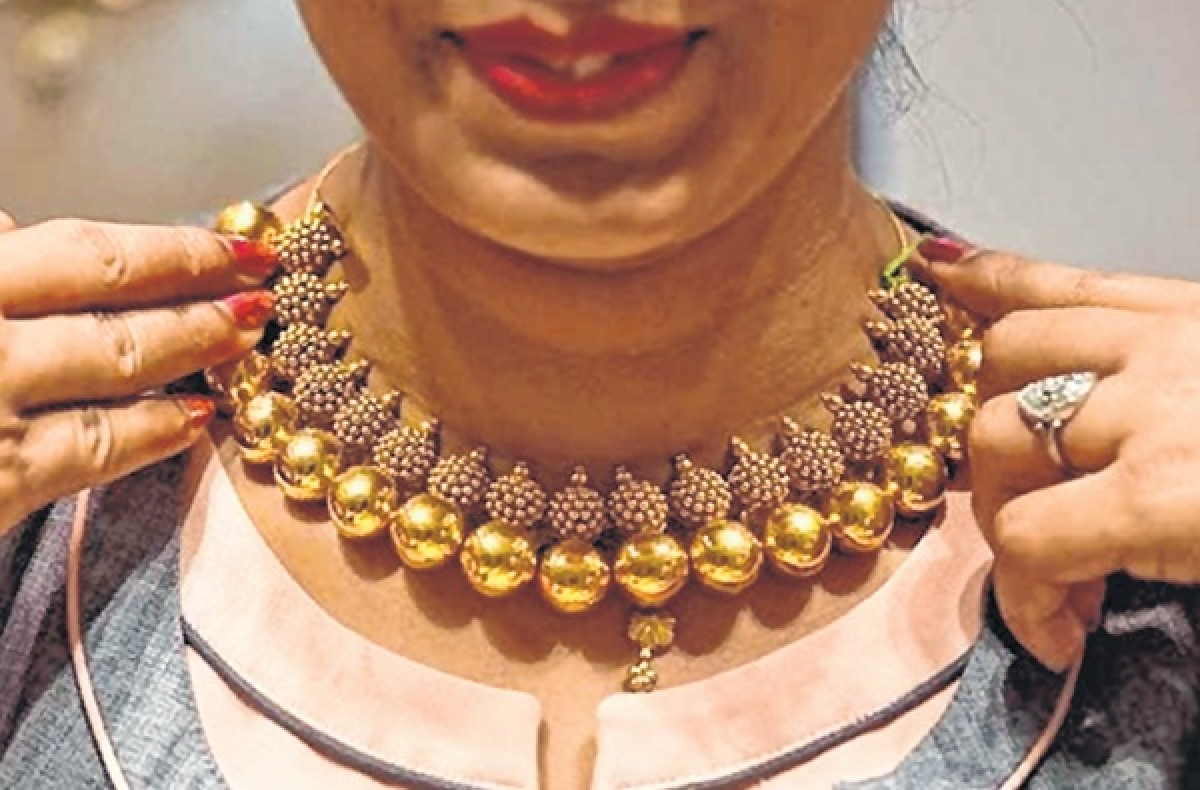 Mumbai: Good times herald wedding season, as cost of gold and silver drops
