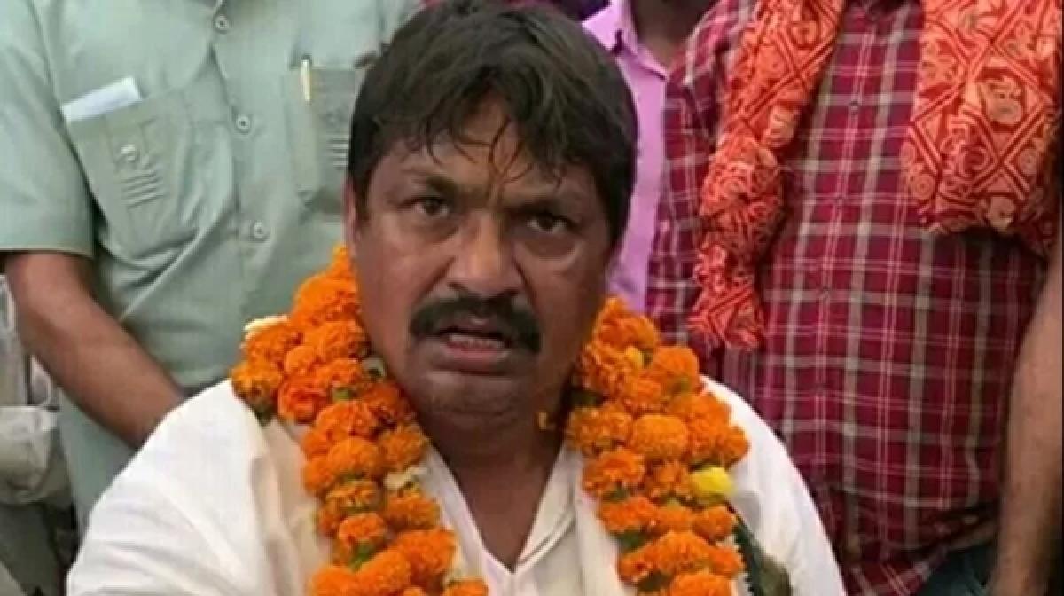 Guddu Pandit booked for abusing Raj Babbar