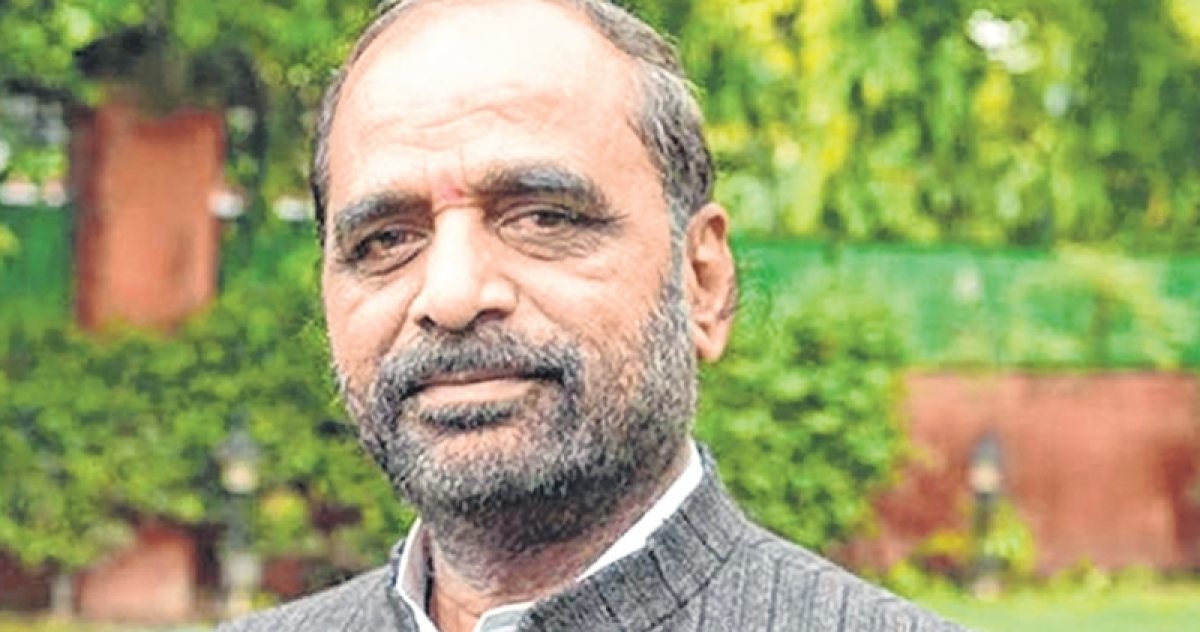Hansraj Ahir writes to Maharashtra CM Fadnavis seeking CBI enquiry into rape of tribal girls