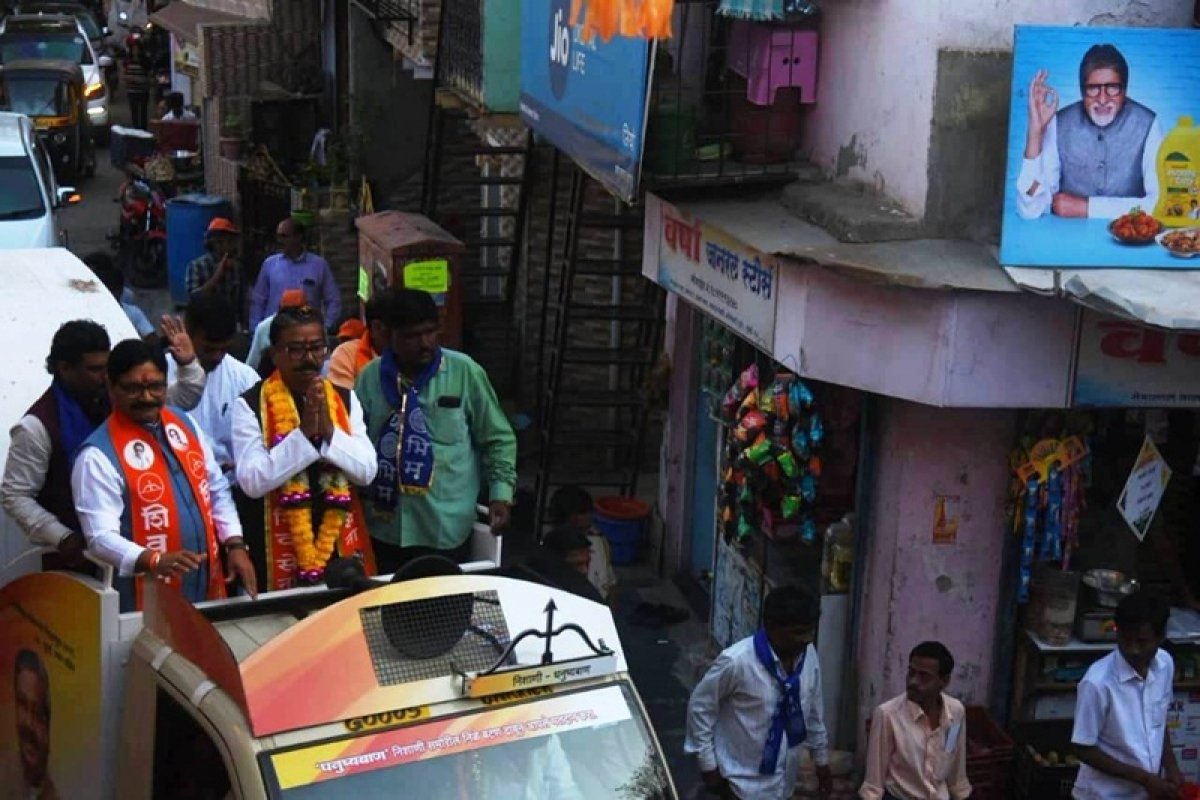 Mumbai North-West candidate Gajanan Kirtikar travels 6 hours daily on chariot for election campaign
