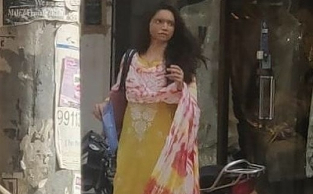 Chhapaak Leaks: Deepika Padukone snapped on the streets of Delhi