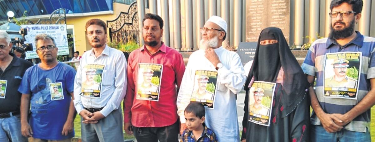 Mumbaikars come together to protest against Pragya Singh Thakur's remarks on Hemant Karkare