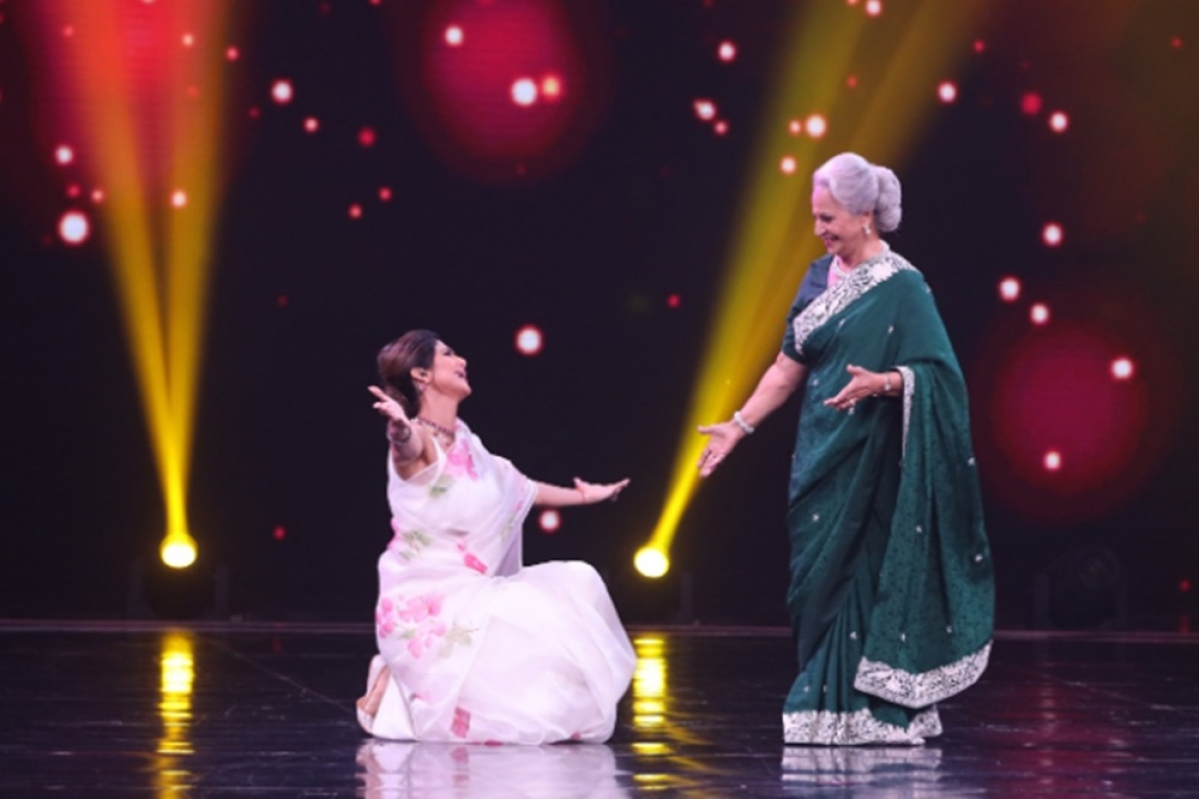 In Pics: Shilpa Shetty grooves with Waheeda Rahman on 'Aaj Phir Jeene Ki Tamanna Hai' on 'Super Dancer'