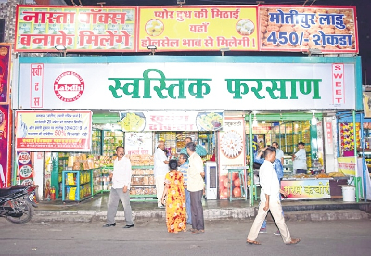 Mumbai: 50 percent off, if you vote and come here for snacks