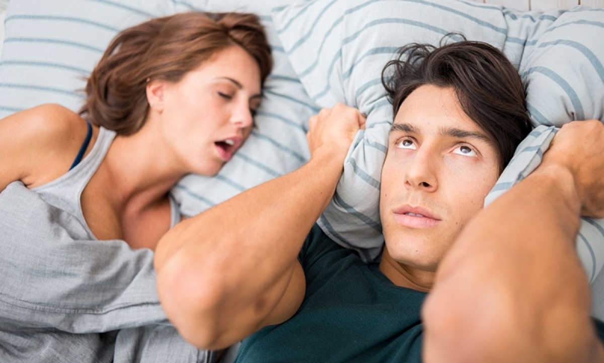 Women less likely to admit that they snore