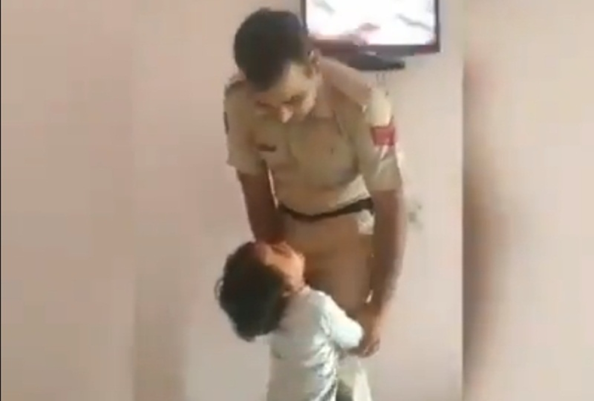 Video of police officer consoling his son saying 'beta, jaldi aa jaaunga' while leaving for work goes viral on social media