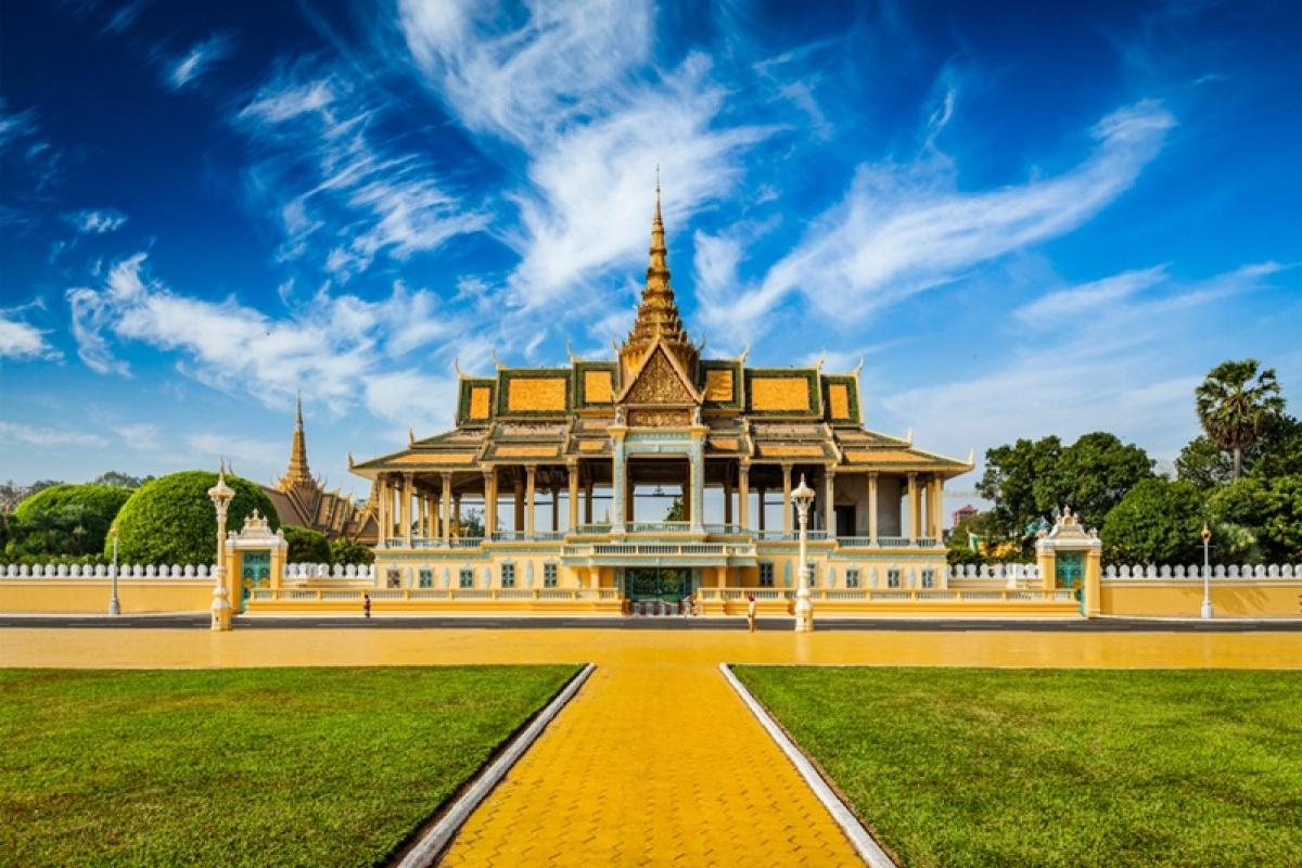 Phnom Penh: Of history and healing