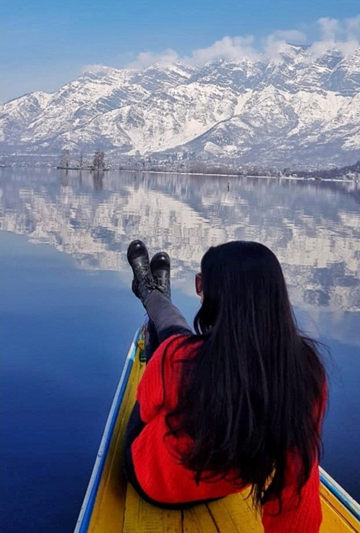 Over-looking the gorgeous Dal Lake