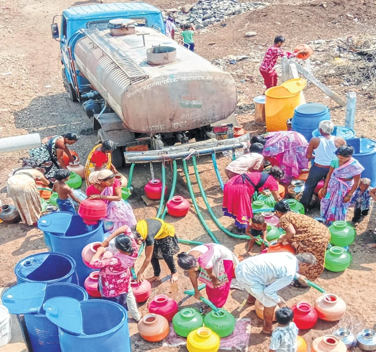 Water scarcity in Maharashtra's Hingoli makes women, children roam in search of water