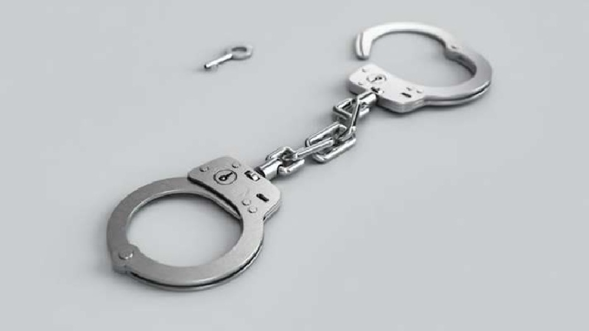 Indore: Criminal on the run held with pistol, sword