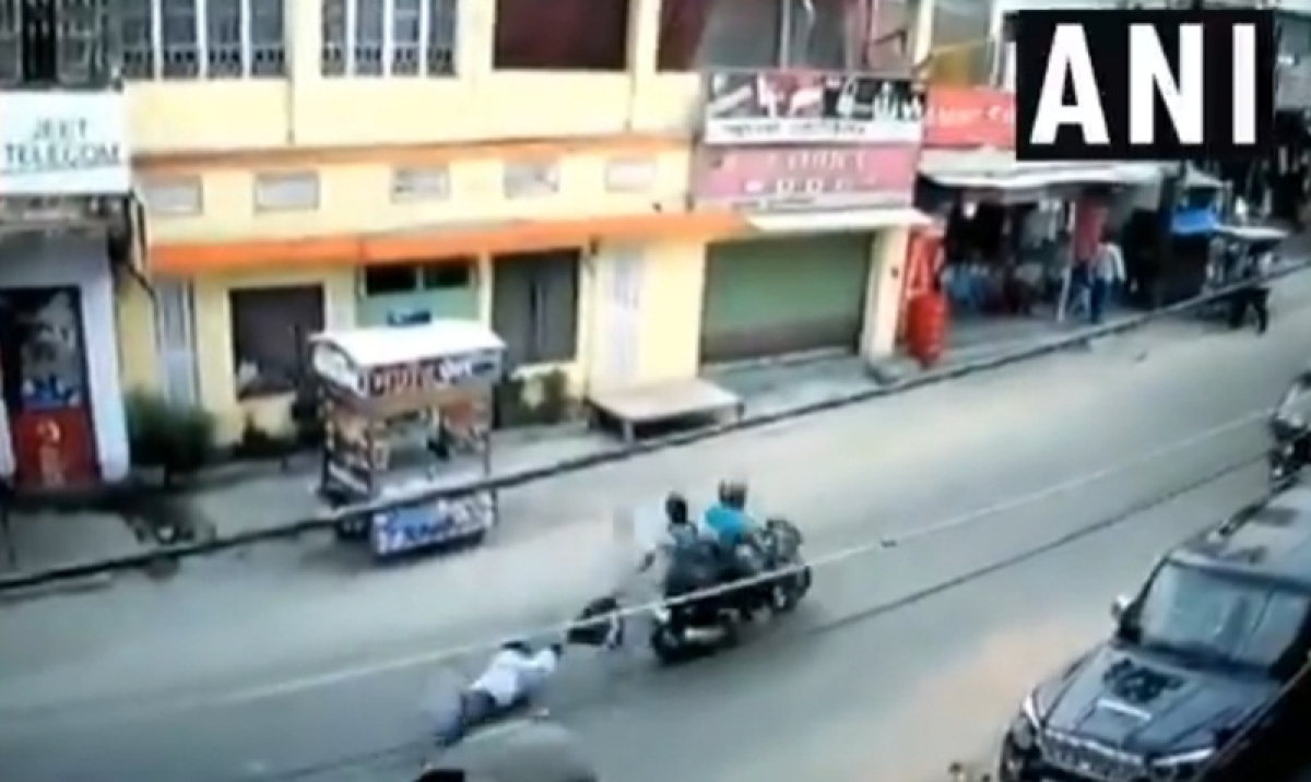 Shocking video! Bike-borne miscreants drag a man after snatching Rs 2.5 lakh from him in Bihar's Hajipur