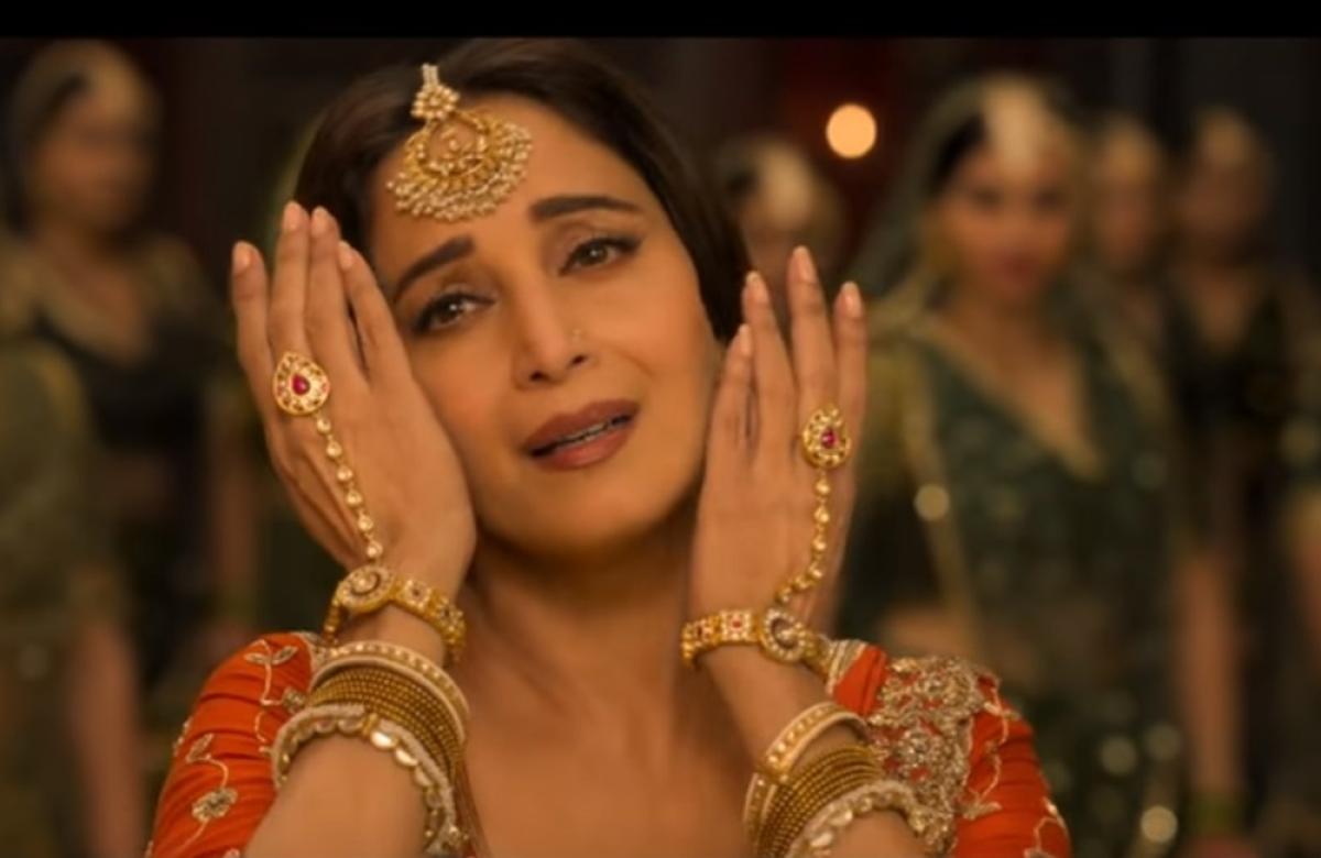 'Kalank' song 'Tabaah Ho Gaye' out! Madhuri Dixit-Saroj Khan fail to create magic in this not so soulful song