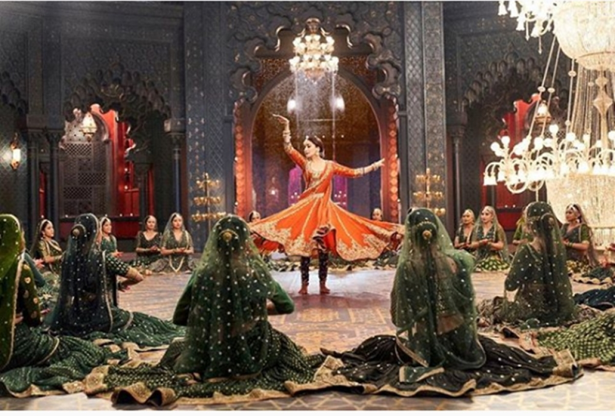 Kalank: This new still of Madhuri Dixit from the song 'Tabah Ho Gaye' is giving us major Chandramukhi feels