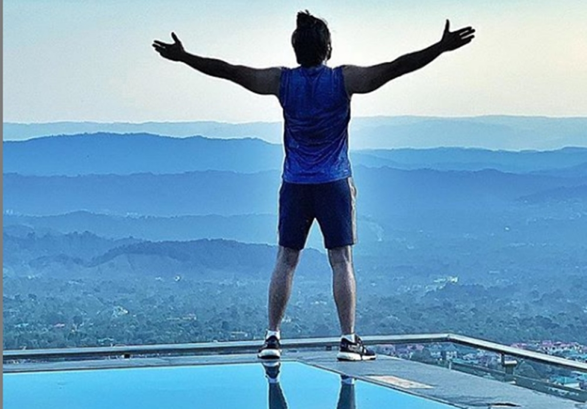Top of the world! Ranveer Singh shares new still from '83