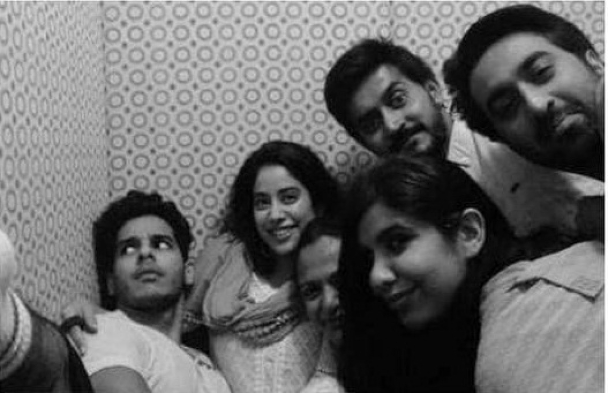 """Janhvi Kapoor shares pictures of her """"Forever Fam"""""""