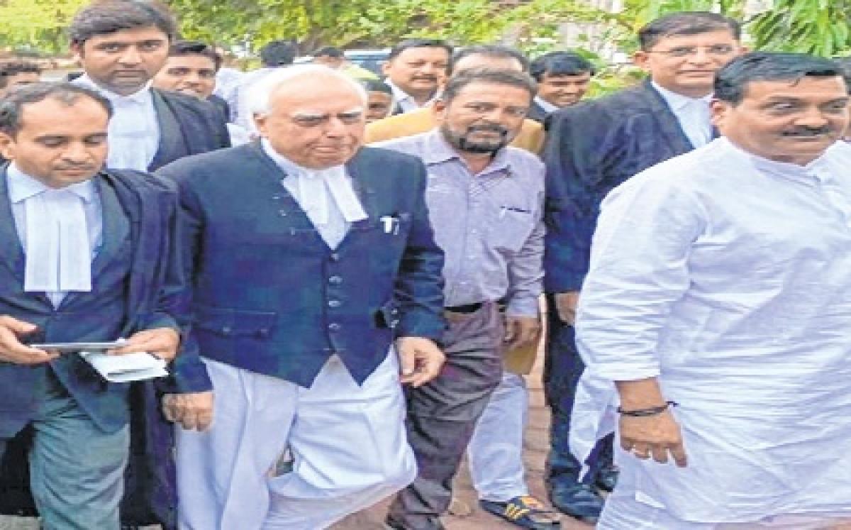 Indore: Kapil Sibal claims raid against Kakkar politically motivated