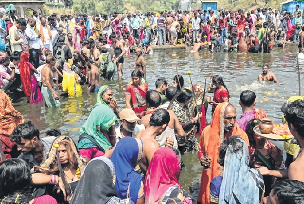 Ujjain: Devotees take dip on snan parv