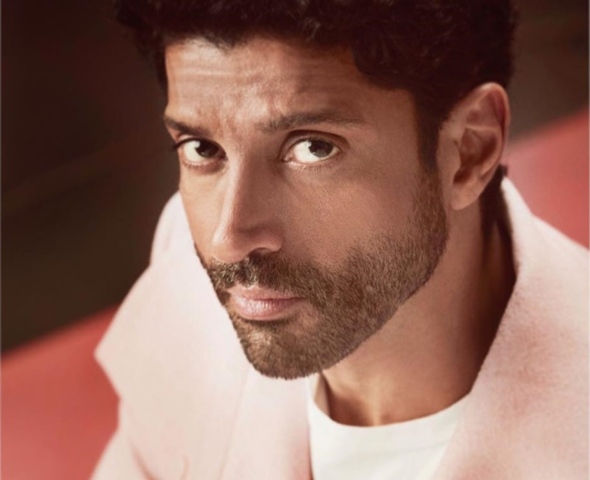 Watch Video: Farhan Akhtar takes up boxing to train for Toofan