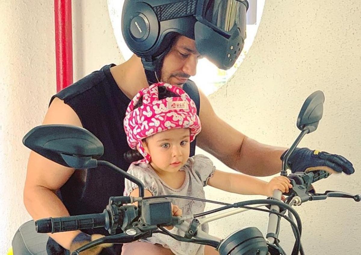 Kunal Kemmu's 'biker baby' Inaaya Naumi is following road safety rules in a pink helmet