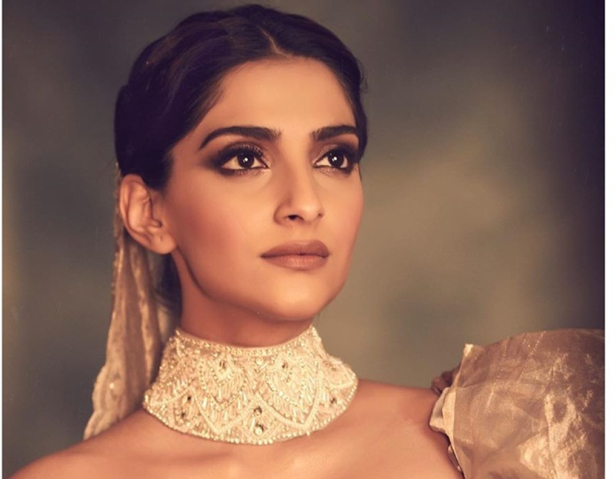 Sonam Kapoor steals the limelight as a 'Modern Queen' at Chopard Party