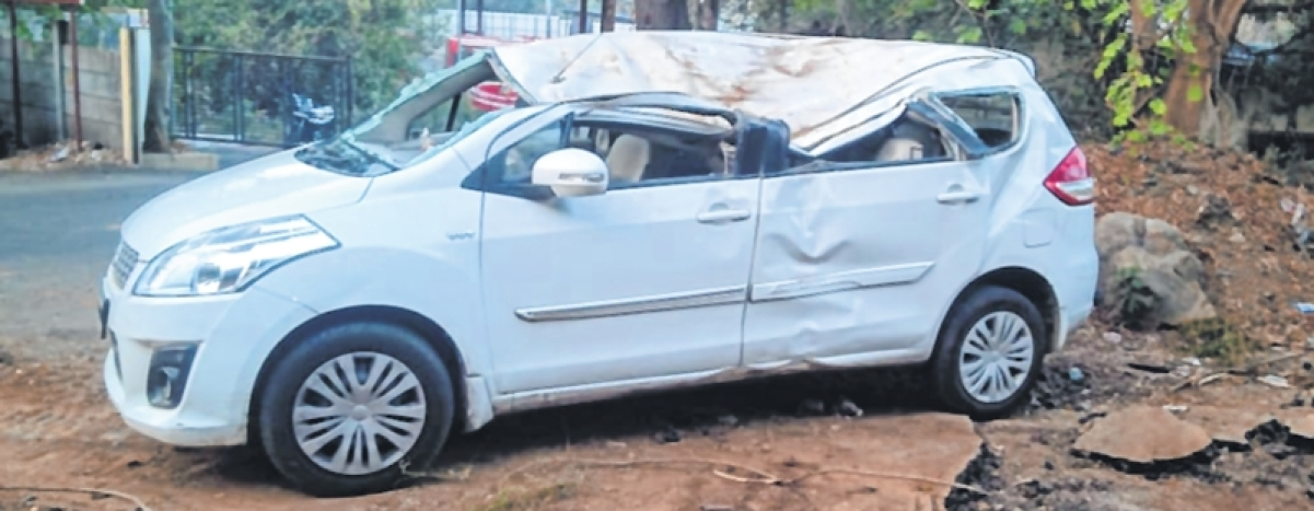 Thane: 37-year-old dies after car drives into TMC pit