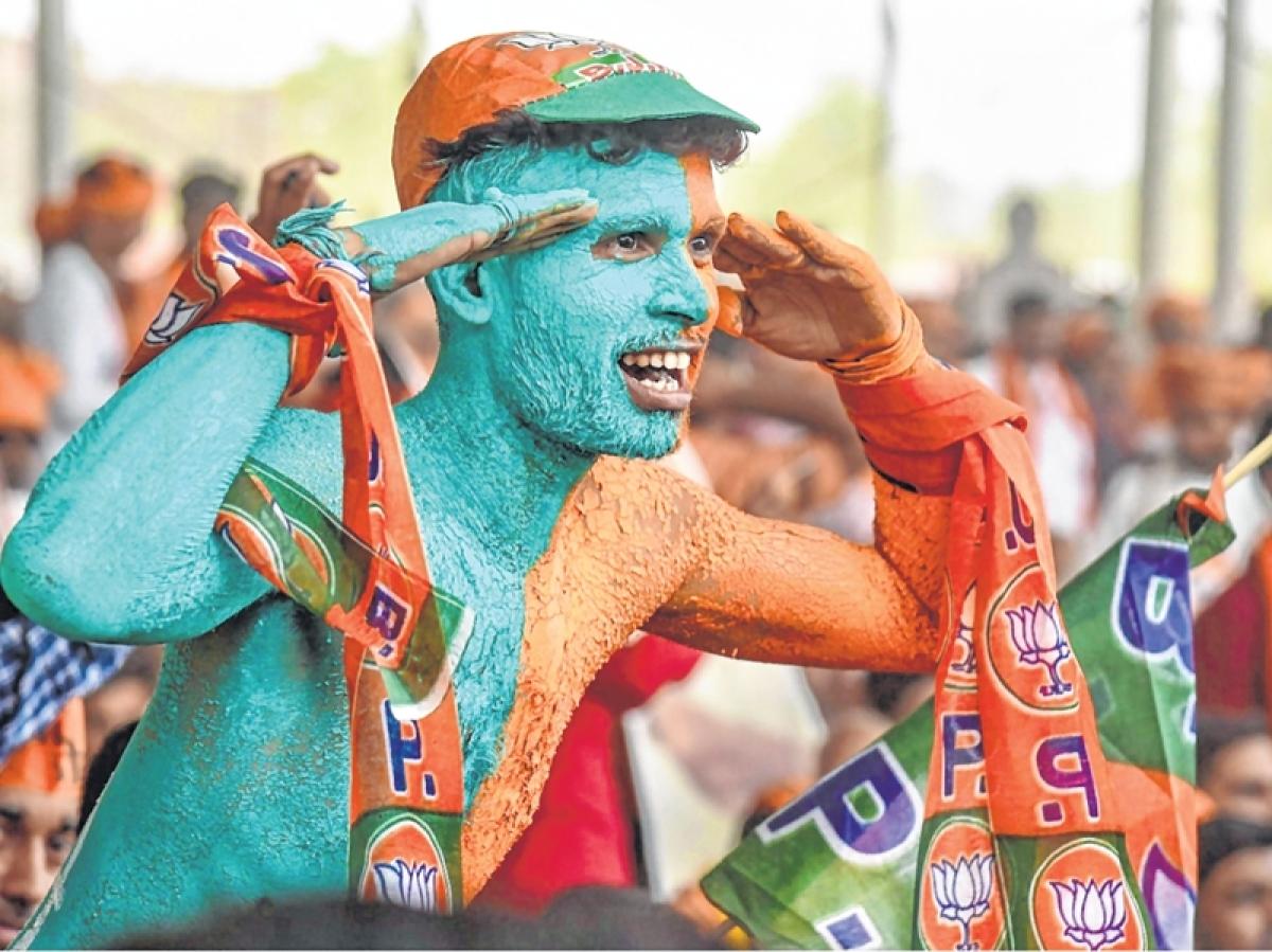 TMC, BJP showdown: Clashes erupt during Amit Shah's roadshow in Kolkata; Mamata Banerjee blames it on BJP 'goons'