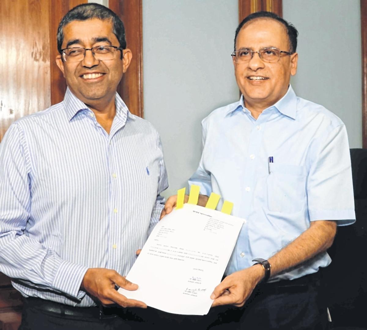 CM's blue-eyed boy Praveen Pardeshi takes over as BMC chief