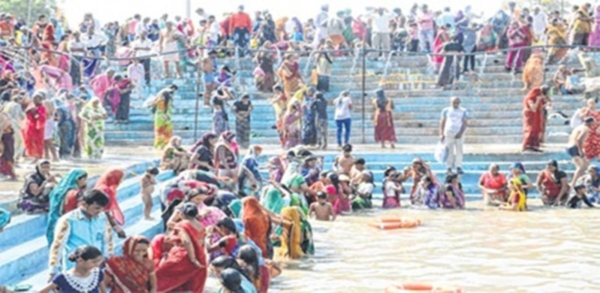 Ujjain: Shanishchari Amavasya, Over 1 lakh take holy dip in Kshipra